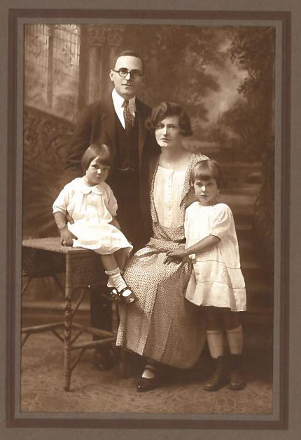 Abe, Anna, Florence and Esther, 1929