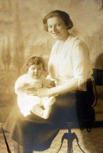 Ida holding daughter, Essie