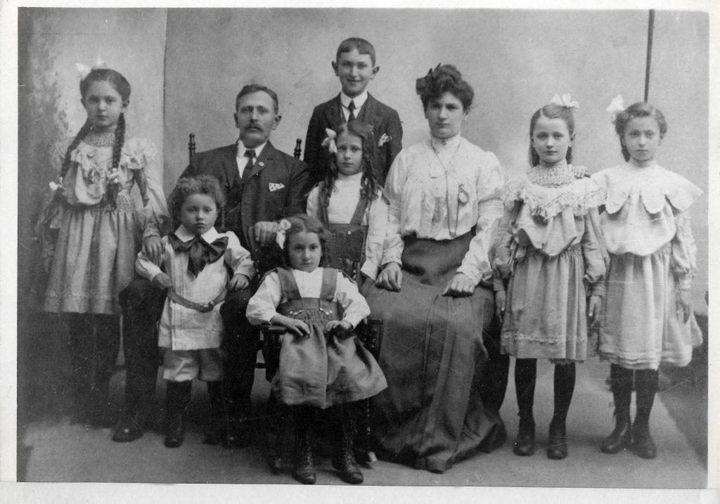 The Morris Feldman Family - 1907
